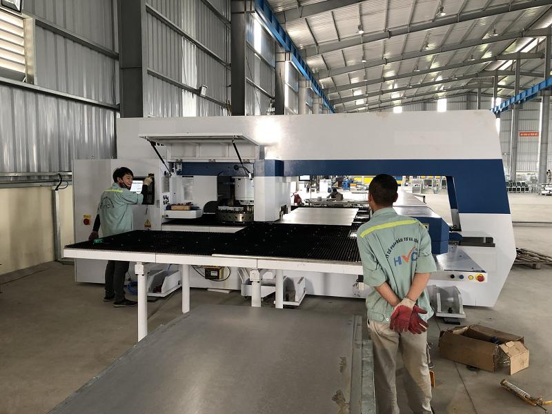HVC đã đầu tư thêm các loại máy về sản xuất tủ điện, thang máng cáp